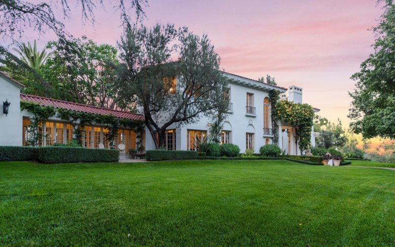 Angelina Jolie may purchase Cecil B. De Mille home